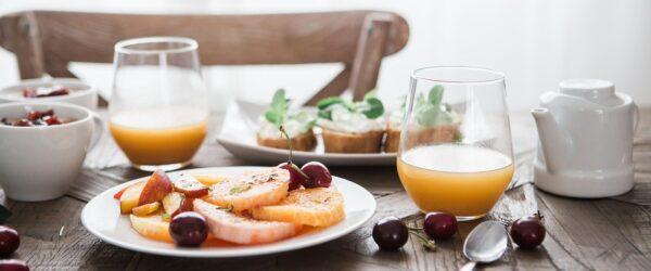 Picie soków owocowych
